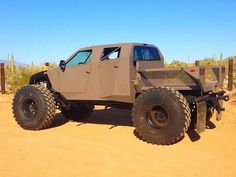 JD3.com, Jeremy Dixon, Design-Fabrication of Severe Off-Road Vehicles - perfect zombie apocalypse vehicle!.. probably a larger fuel tank. gun mounts and caged bed/roof.