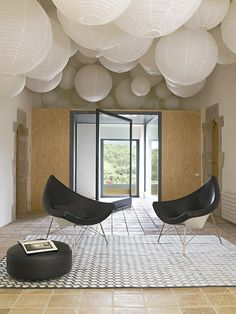 Look at the door... Black & White   Mod Living Room   Christian Patey   Chambery