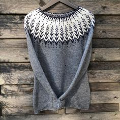 knitted this beautiful in DROPS Karisma - have you knitted or crocheted anything in this warm wool yarn… Drops Design, Fair Isle Knitting Patterns, Knit Or Crochet, Free Crochet, Drops Karisma, Drops Baby, Norwegian Knitting, Magazine Drops, Models