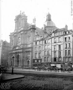 L'église Saint-Paul-Saint-Louis, 99 rue Saint-Antoine. Old Pictures, Old Photos, Vintage Photos, Le Marais Paris, Saint Gervais, Musee Carnavalet, Old Paris, Saint Louis, Black And White Aesthetic