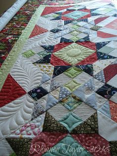 The Nifty Stitcher: Allietare Mystery Quilt - the quilting