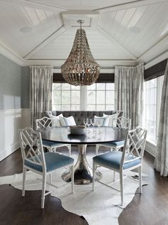 Table, chairs and rug with couch and pillows. Just not these drapes or chandelier.House of Turquoise: Tiffany Eastman Interiors House Of Turquoise, Turquoise Room, Home Interior, Interior Decorating, Interior Design, Decorating Ideas, Kitchen Interior, Modern Interior, Style At Home