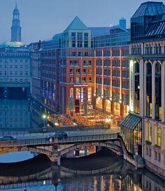 Hamburg. ♥  ♥  ♥  Wir lieben Deutschland. Deutschland liebt die Trinkflasche aus Glas von EPiCO BOTTLES. Finde sie auf http://epicobottles.de/