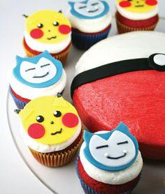 gâteau anniversaire enfant sur le thème Pokémon, beignets colorés et cake au…