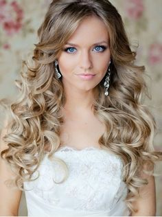 Simple Long Bridal Hairstyles For Curly Hair. Love the shot too! :D Would LOVE LOVE LOVE ..