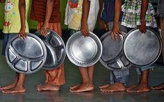 Foto: Crianças seguram bandejas em fila à espera de comida em orfanato na Índia Rafael Iandoli Um estudo publicado pela Organização das Nações Unidas para Agricultura e Alimentação (FAO, na sigla e…