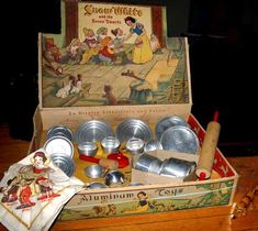 """Snow White"" Aluminum Toy Kitchen Set in Original Box 233, Toy Kitchen, Disney Toys, Vintage Dolls, Vintage Box, Tin Toys, Retro Toys, Barbie, Antique Toys"