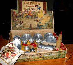 """""""Snow White"""" Aluminum Toy Kitchen Set in Original Box 233, Toy Kitchen, Disney Toys, Vintage Dolls, Vintage Box, Tin Toys, Retro Toys, Barbie, Antique Toys"""