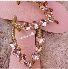 Fancy Shoes, Me Too Shoes, Dressy Flip Flops, Decorating Flip Flops, Diy Fashion Hacks, Online Bags, Flip Flop Sandals, Girls Shoes, Wedding Shoes
