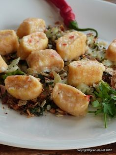 grain de sel - salzkorn: Kochbuchwürdig: Harissa- Gnocchis mit Blumenkohl-Pangrattato