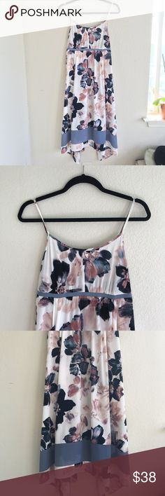 Simply Vera Floral Dress Beautiful floral dress Simply Vera by Vera Wang. Like new gently pre-owned condition. Perfect for summer or spring weather. Simply Vera Vera Wang Dresses