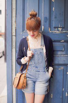 le blog de la mechante. ruffled blouse, denim overalls, cardigan and satchel.