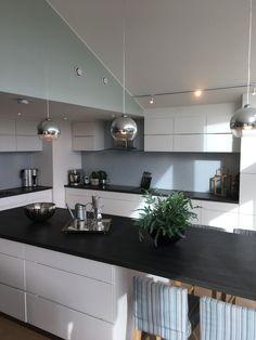 #kvik kjøkken Kitchen Island, Home Decor, Island Kitchen, Decoration Home, Room Decor, Home Interior Design, Home Decoration, Interior Design