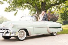 Vintage Car is a great way to make an entrance! photo: www.eyecontact.ca