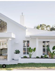 have nailed it with this exterior. The cladding, the roof tiles, lots of white. Weatherboard House, Queenslander House, Three Birds Renovations, Hamptons House, Hamptons Kitchen, Facade House, House Facades, Coastal Homes, Beach Homes