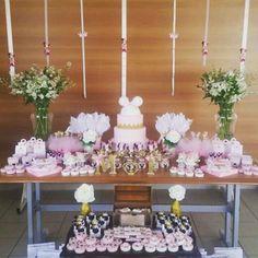 Festa linda da Maria Fernanda 4 anos. O tema escolhido foi Minnie rosa. Toda a decoração e personalizados foi feito pelo @emporiograficocampinas #festalinda #minnie #minnierosa #festachique #personalizados # lembrancapersonalizada