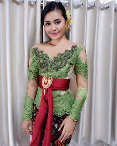 🍃🍃 Bali Girls, Model Kebaya, Balinese, Asian Style, Traditional Dresses, Fashion Outfits, Womens Fashion, Asian Girl, Laptop Design