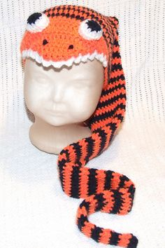 Crochet Beanie Design This is just hilarious. Arick could totally pull it off! - This pattern is for a novelty photo prop snake hat. Cute Crochet, Crochet For Kids, Crochet Crafts, Crochet Baby, Crochet Projects, Knit Crochet, Sewing Projects, Crochet Beanie Pattern, Crochet Patterns