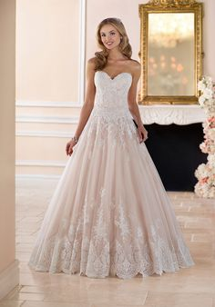 Ball Gown With Scalloped Lace Edge | Stella York 6385 | http://trib.al/nlAN6mb