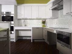 Stunning contemporary universally accessible kitchen design #MagreetCevasco #VasiYpsilantis