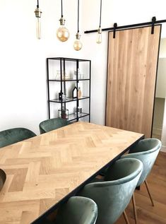 Rustic Dining Chairs, Diy Dining Table, Dining Room Bench, Diner Table, Salons Cosy, Dinner Room, Dining Room Inspiration, Home Living Room, Home Interior Design