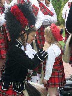 marching girls Scottish Clothing, Scottish Kilts, Scottish People, Tam O' Shanter, Rose Colored Glasses, Scotland Uk, Irish Celtic, My Heritage, Tartan Plaid