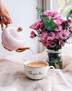 How is the weather by you? Is the heat wave still raging or is it over now? Hope you take your time whatever the weather. take your lunch… English Breakfast Tea, Tea And Books, Good Morning Coffee, Tea Tray, Coffee Pictures, Coffee Photography, Coffee Design, My Cup Of Tea, I Love Coffee