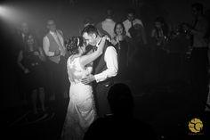 #casamentoandressaedenis #wedding #valsa #waltz #noivos #novios #bride #groom #blackandwhite #fotojornalismo #weddingphotojournalism #weddingdress #weddingday #sony #sonyimages #a7ii #fotografiacasamento #fotografocasamentosp #buffettoca