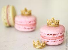 Bubble and Sweet: Princess Macarons with Mini edible tiaras or how to eat a tiara 2 Macaron Flavors, Macaron Recipe, Pink Macaroons, Macaroon Cake, Camo Wedding Cakes, Nautical Cake, Princess Cupcakes, Cake Wrecks, Pink Foods