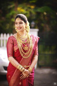 Kerala Hindu Bride, Kerala Wedding Saree, Bridal Sarees South Indian, Indian Bridal Fashion, Indian Bridal Wear, South Indian Bride, Indian Groom, Punjabi Wedding, Kerala Saree