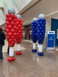 Sculptures - The Balloon People Balloon Columns, Balloon Arch, Balloon Garland, The Balloon, Balloon Decorations, Football Balloons, Football Birthday, Baseball Party, Party Themes