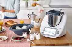 There's a new Thermomix - the Smart, Connected a and a big screen! Slow Cooking, Cooking On The Grill, Cooking Time, Thermomix Usa, Robot Thermomix, Lidl, Sous Vide, Kimchi, Granola