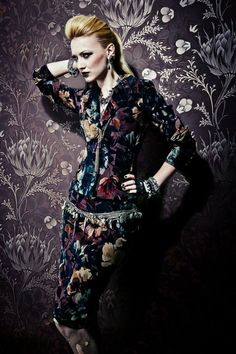 Lena Hoschek - Pasternak Velvet Roses Jacket and Skirt 2014 Dirndl Dress, Russian Fashion, All Things Purple, Passion For Fashion, Editorial Fashion, Goth, Style Inspiration, My Style, How To Wear