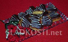 Karamelová srdíčka s krémem Biscuits, Desserts, Crack Crackers, Tailgate Desserts, Cookie Recipes, Dessert, Cookies, Deserts, Food Deserts