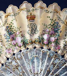 Eventail Royal - Soie Peinte - Aquarelle, Gouache et Or - Monture en Nacre - Pompon et Soie et Fil d'Or - Cadeau du Prince Albert à la Reine Victoria pour son 39ème Anniversaire en 1858