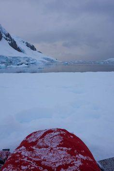 Camper en Antarctique - Comment préparer son voyage en Antarctique? Le guide pratique complet et ultime pour tout savoir: budget, itinéraire, activités, équipement, faune, santé, sécurité, voyage en solo, croisière de dernière minute, voyage responsable, quelle croisière choisir, que faire en Patagonie et où dormir à Ushuaia...#voyage#antarctique#croisière#expédition#aventure#antartica#quarkexpeditions#offthebeatentrack#cruise
