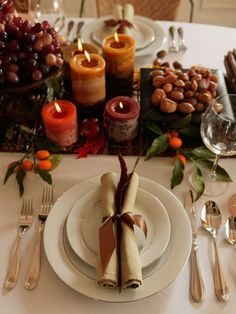 Natural Thanksgiving Decorations in Autumn Color – Homedecor Thanksgiving Table Settings, Thanksgiving Tablescapes, Holiday Tables, Thanksgiving Decorations, Seasonal Decor, Table Decorations, Thanksgiving Celebration, Thanksgiving Holiday, Table Centerpieces