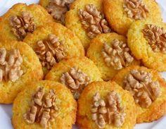 Sárgarépás-kókuszos keksz Finom, de több liszt kellett bele, vagy kevesebb vaj. A lapos kekszek jobbak, mert a vastagabbnak puha marad az alja.- PÁR ÓRA MÚLVA MEGPUHUL:(
