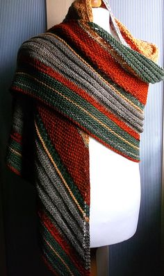Love the color combo (though the pattern looks dull to knit)
