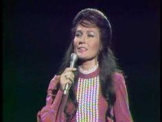 Loretta Lynn - Peace In The Valley. Classic country (gospel)mi musica favorita!!!