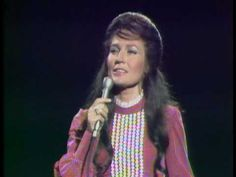 Loretta Lynn - Peace In The Valley. Classic country (gospel)mi musica favorita!!!