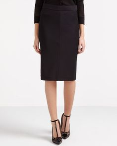 The pencil skirt is a wardrobe classic that just never goes out of style! Opt for this on-trend Chevron Pencil Skirt featuring zip back fastening. Pair it with a blouse or a blazer for a great office look.<br /><br />Ready to wear for: the office, a lunch date or a 5 à 7<br />