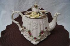 Collectors Royal Albert Old Country Roses Paul Cardew Large Painting Day Teapot English Teapots, Large Painting, Royal Albert, Tea Set, Roses, Country, Day, Pattern, Design