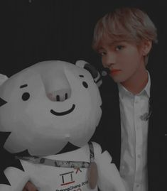 Find images and videos about kpop, bts and vintage on We Heart It - the app to get lost in what you love. Taehyung Gucci, Kim Taehyung, Namjoon, Hoseok, Seokjin, Daegu, K Pop, All Bts Members, Jung Hyun