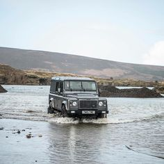 Land Rover Defender 110 Td4 Hard Top-Twisted-Never out of place…