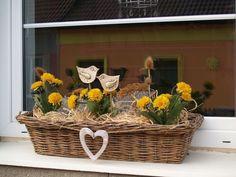 Výsledek obrázku pro podzimní truhlíky Basket, Wreaths, Spring, Fall, Christmas, Handmade, Crafts, Outdoor, Inspiration
