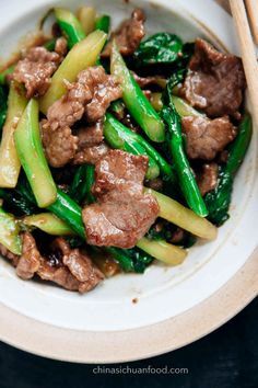 Healthy and yummy oyster beef with Chinese broccoli is on my top lists of Beef stir-fry recipes. I am not familiar with both ingredients before moving to Guangdong province. Chinese Broccoli Recipe, Broccoli Beef, Broccoli Recipes, Chinese Cooking Wine, Asian Cooking, Chinese Food, Healthy Beef Recipes, Cooking Recipes, Sushi Recipes