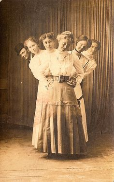 One of these things is not like the other: Those whacky Victorians/Edwardians sure knew how to have a good time. Victorian Photos, Antique Photos, Vintage Pictures, Vintage Photographs, Old Pictures, Victorian Era, Vintage Images, Old Photos, Victorian Women