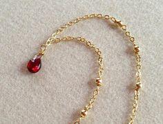 宝石質のガーネットを使用したネックレスです(*^^*)ガーネットは1月の誕生日として知られており、「実り」の象徴とされています目標に向けての努力をサポートして...|ハンドメイド、手作り、手仕事品の通販・販売・購入ならCreema。