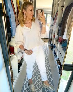 #gold #white #softaesthetic #comfortfashhion #thelookoftheday #wearitloveit #styleit Post Pregnancy Clothes, Pre Pregnancy, Pregnancy Outfits, Happy Wife, Smart Casual, White Jeans, Personal Style, Work Wardrobe, Formal